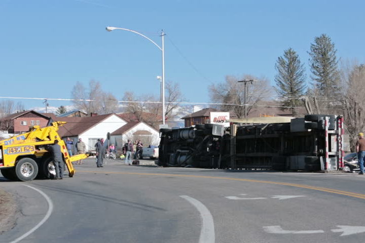 Trucking Accident and Insurance: What are the Things to Consider?
